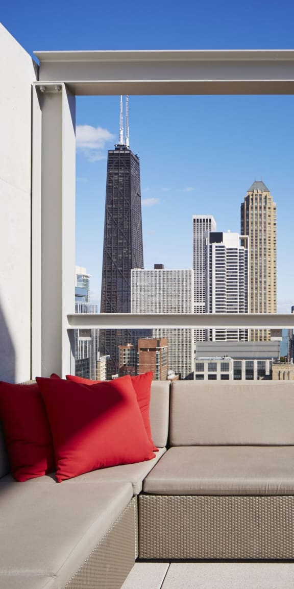One and Two Bedroom Apartments with Lake Michigan and Chicago Skyline Views-Eight O Five  Apartments