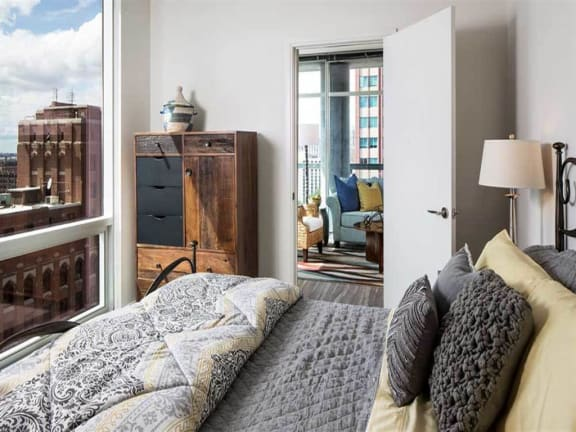 Studio Convertible 1 and 2 Bedroom Apartments--Bedrooms with a View of Downtown Chicago, 805 N. Lasalle, Drive,60610