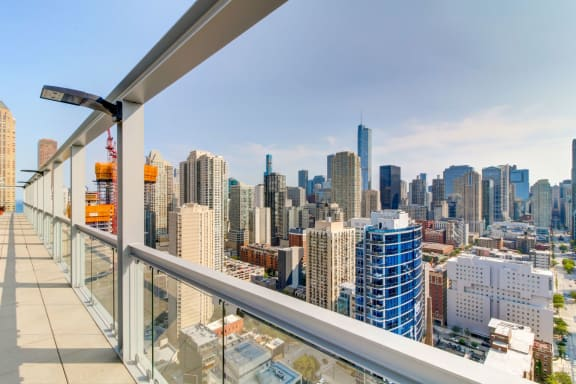Studio and Convertible Apartments with Lake Michigan and Chicago Skyline Views-Eight O Five Apartments