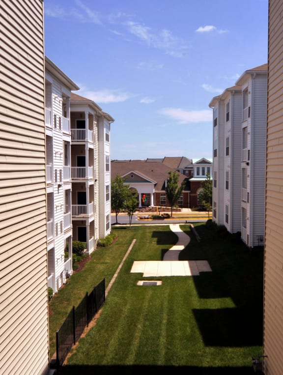 Apartment with View near Metro to DC, Joint Base Andrews, and National Harbor- MetroPlace at Town Center