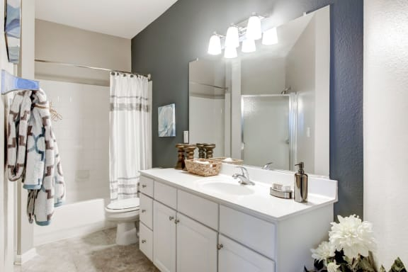 One and Two Bedroom Apartments near National Harbor with Spa Baths