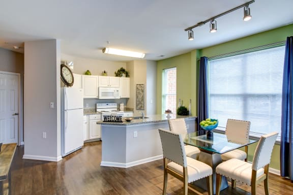 One Bedroom Apartments near Branch Avenue Metro with Upgraded Kitchen and Flex Space