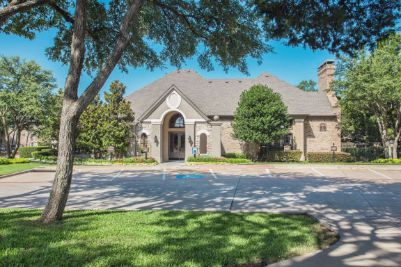 One, Two & Three Bedroom Apartment Community at Stoneleigh on Spring Creek, Texas
