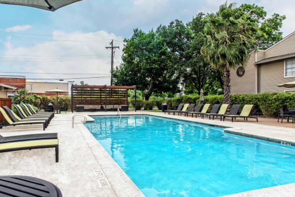 Pool with grilling area at Abbey Glenn Apartments, Waco TX