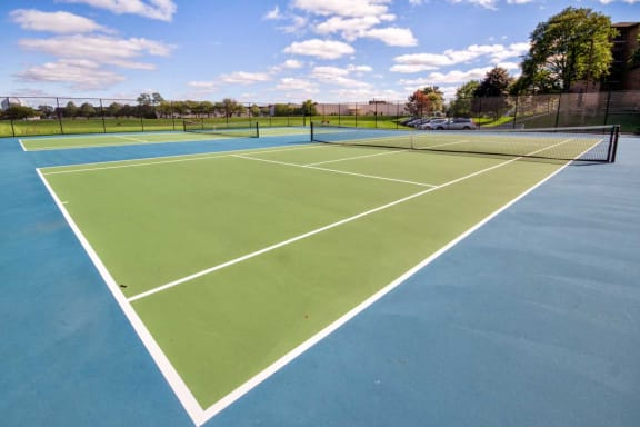 Tennis Court At Iroquois Club Apartments In Naperville, IL