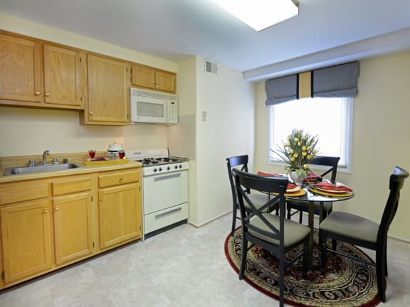 Traditional style kitchen at Windsor House Apartments