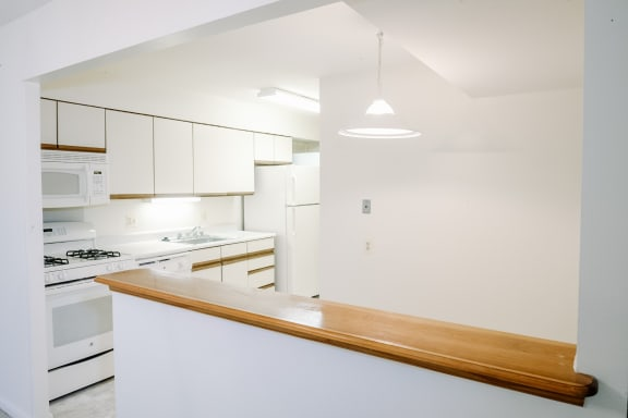Traditional kitchen at Charlesgate Apartments in Towson MD