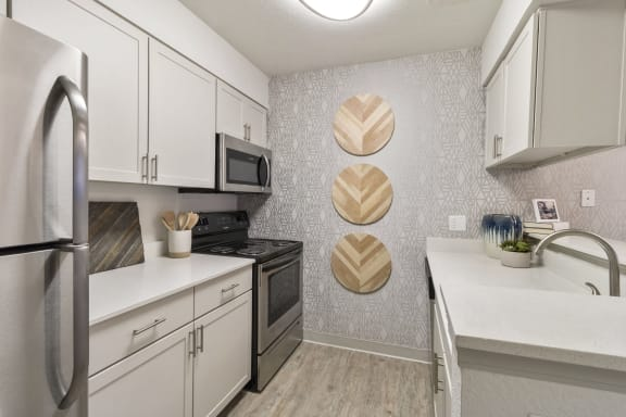 Fully Equipped Eat-In Kitchen at Alvista Trailside Apartments, Englewood, CO