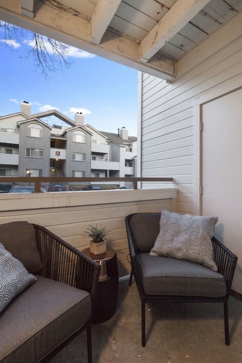 Private Balcony With Seating Chair at Alvista Trailside Apartments, Colorado
