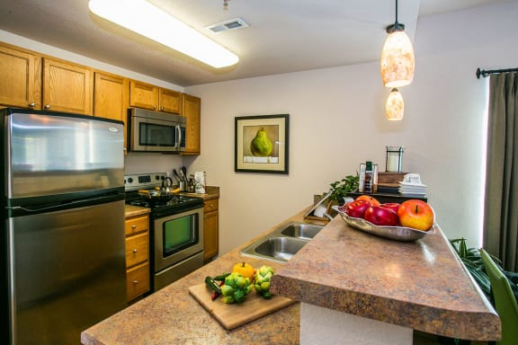 Full kitchen with granite countertops at Albuquerque apartments near golf course