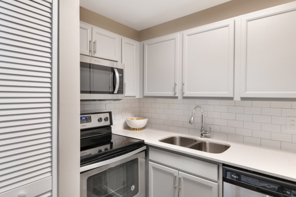 Modern Kitchen With White Cabinet at The Ponds of Naperville, Naperville, IL, 60565