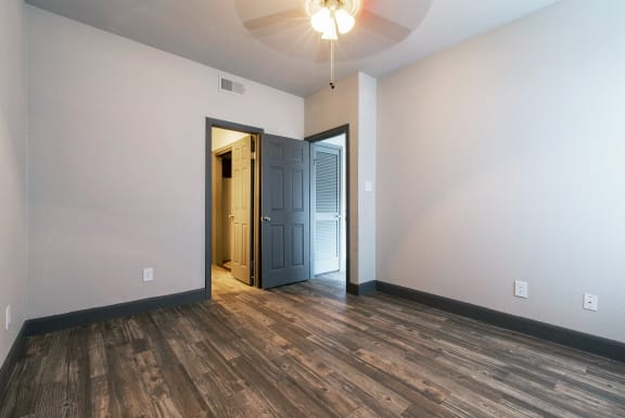 wood-style flooring in apartments near houston tx