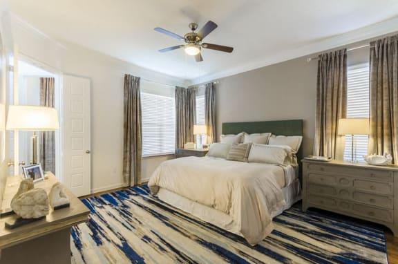Beautiful Bright Bedroom at Mansions Lakeway, Lakeway, 78738
