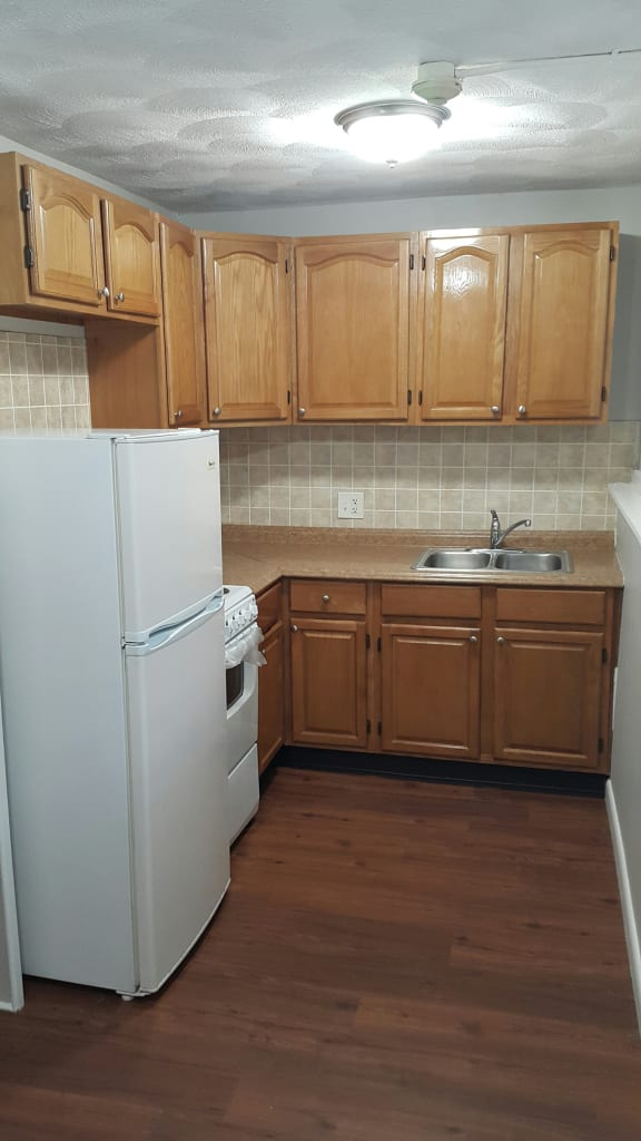 Taymil Waterman Square Apartment Homes Kitchen