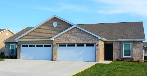 Universally Attached And Detached Garages at Hawthorne Properties, Indiana