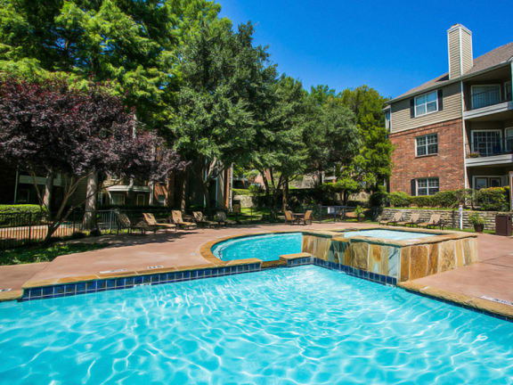 Apartments for Rent in Irving TX with Swimming Pool and Sundeck
