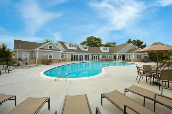 Swimming Pool with Splash Pad, Kenilworth at Perring Park Apartments, Parkville, MD