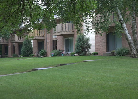 Landscaping with greenery  at Woodmere Townhomes, Cedarburg