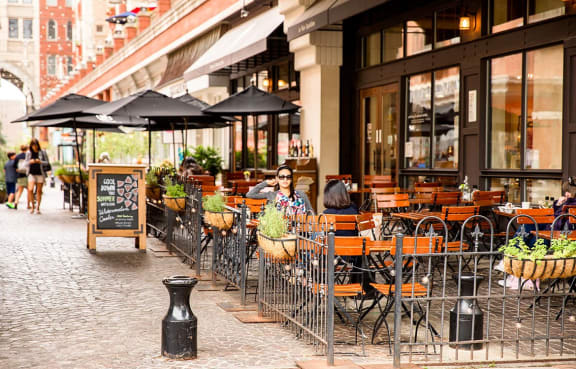 The Metropolitan is steps away from dining, entertainment and shopping in Bethesda, MD.
