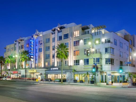 5550 Wilshire at Miracle Mile by Windsor is located at Premier Location With All Accessible Location