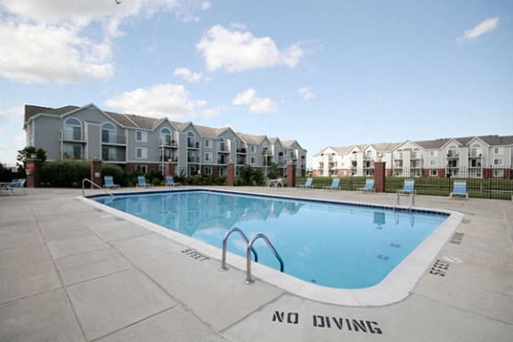 Outdoor Pool with Steps at Tracy Creek Apartment Homes, Perrysburg