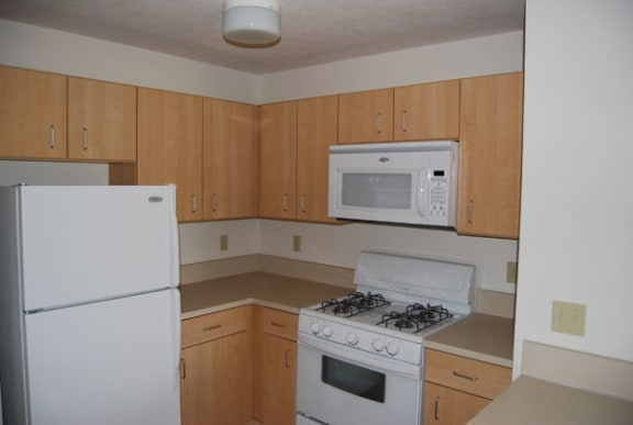 Kitchen with Microwave at Trillium Pointe Apartment Homes in Jackson, MI