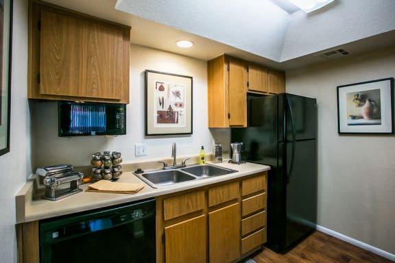Studio Apartments in Chandler AZ with Full Kitchen with Dishwasher, Microwave and Disposal