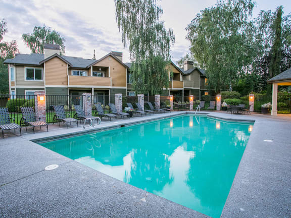 Seasonal Heated Swimming Pools at Apartments for Rent Near University of Portland