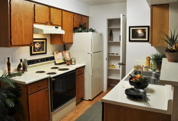 Full kitchen at North east Albuquerque apartments for rent