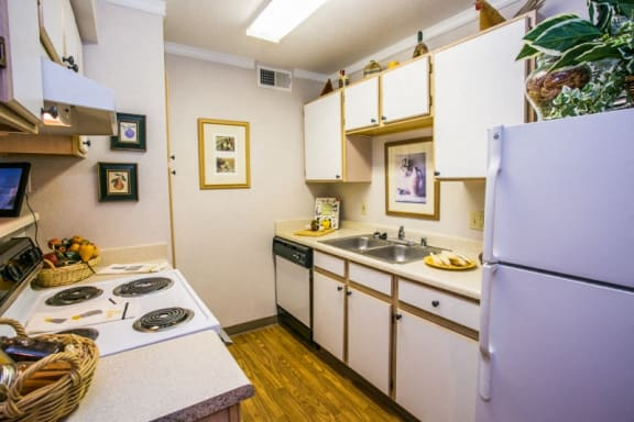 Santa Fe Apartments for Rent with Full Kitchen, Refrigerator, Dishwasher, and Garbage Disposal