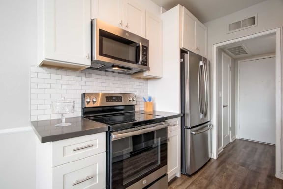 Fully Equipped Kitchen at Los Robles Apartments, Pasadena