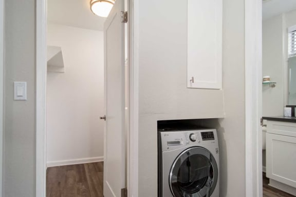 Modern Laundry Room at Los Robles Apartments, Pasadena, CA, 91101