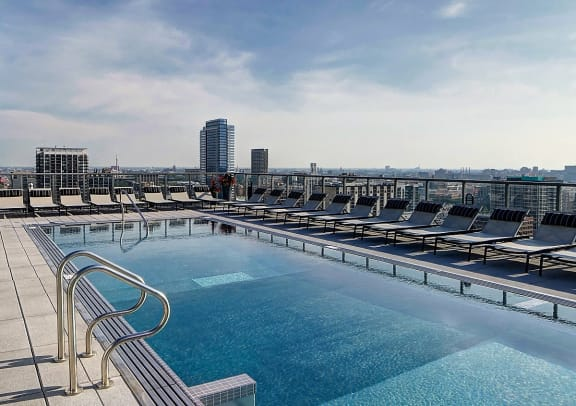 Luxurious Rooftop Pool at Catalyst Chicago- Apartments for Rent in West Loop