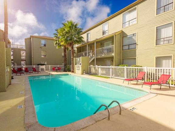 sparkling pool at Carelton Courtyard Apartments