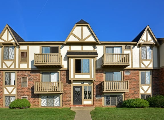 Various floor plan layouts at Perry Place Apartments in Grand Blanc, Michigan