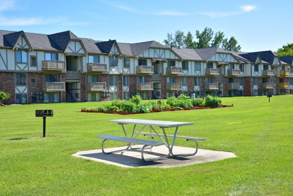 Outdoor barbecue and picnic area at Huntington Place Apartments in Essexville, MI