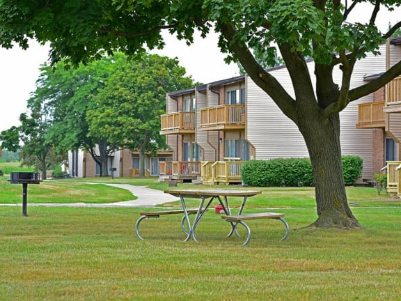 Outdoor barbecue and picnic area at Grand Bend Club Apartments in Grand Blanc, MI 48439