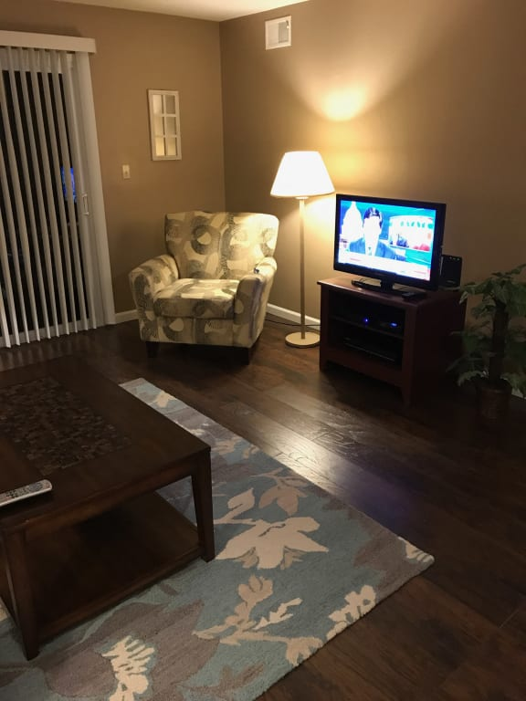 Wood Floor Living Room at Candlewyck Apartments, Kalamazoo, MI, 49001