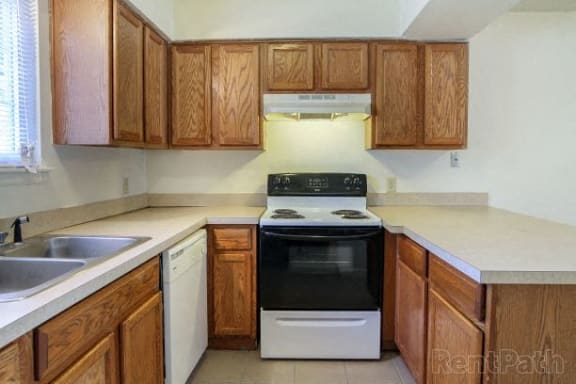 Kitchen With Inbuilt Wash Basin at Country Lake Townhomes, Indiana, 46229