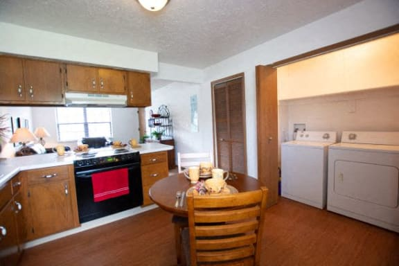 All Electric Kitchen at Sandstone Court Apartments, Greenwood, IN, 46142