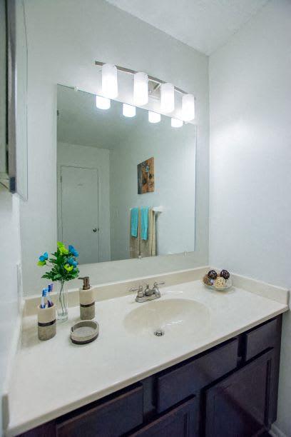 Designer Bathroom Suites at The Lodge Apartments, Indianapolis, IN, 46205