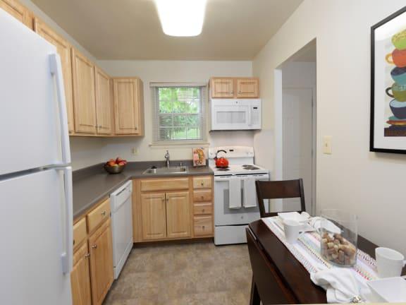 Seven Oaks Townhomes eat in kitchen