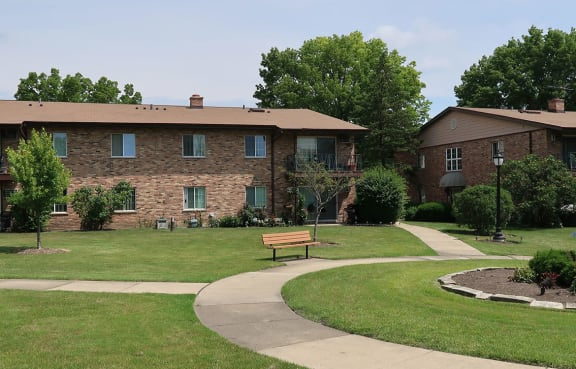 Meandering Pathway at Westmore Apartments, Illinois
