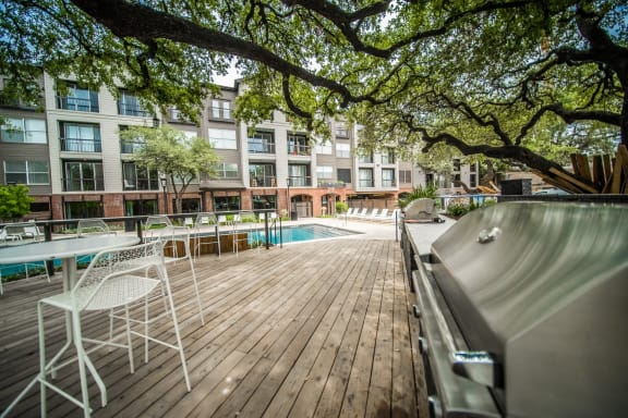 outdoor grill apartments on south congress