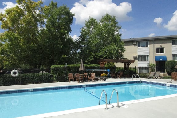 Large Swimming Pool at The Birches Apartments, Joliet