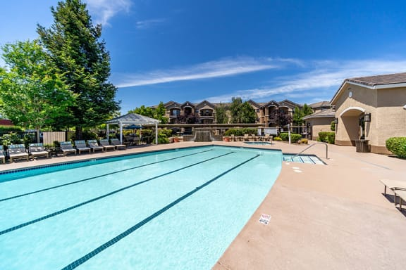 Mountain Shadows Apartments resort-style swimming pool and spa