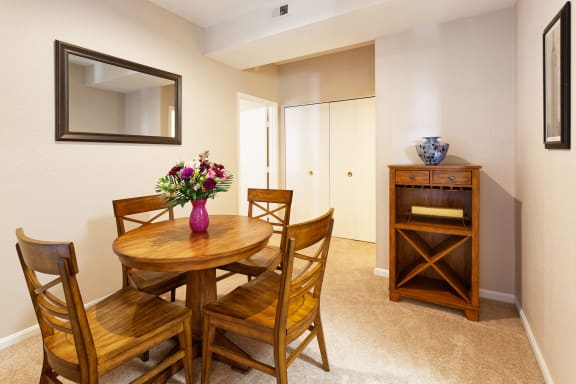 East Chase Apartments - Convenient breakfast bar and separate dining area