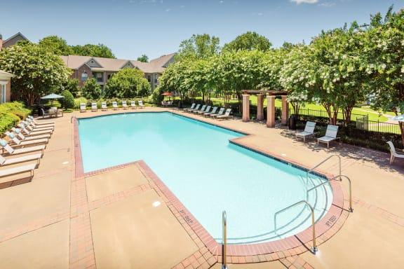 The Vineyards - Resort-style swimming pool