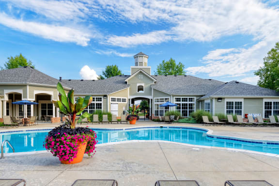 Lantern Woods Apartments - Two sparkling saltwater swimming pools and spa