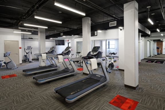 Quality Hill Towers - Fully-equipped fitness center